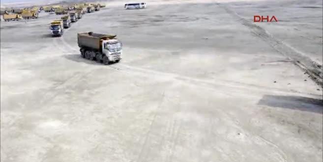 3. Havalimanında 108 kamyon ile 29 Ekim koreografisi