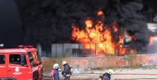 Bayrampaşa'da plastik fabrikasında yangın